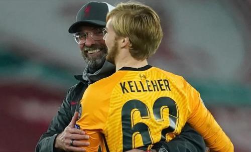Jurgen Kloppp dan Caoimhin Kelleher (Foto: Reuters)