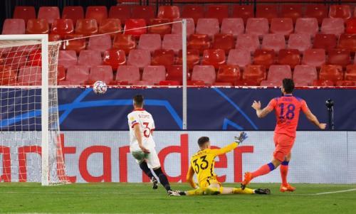 Olivier Giroud memborong empat gol (Foto: Reuters/Marcelo Del Pozo)