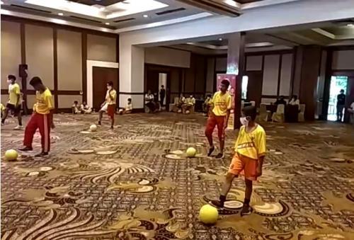 Juggling Kemenpora
