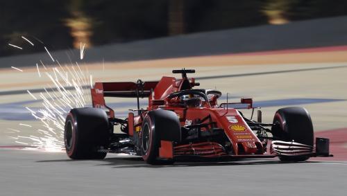 Sebastian Vettel memacu jet daratnya (Foto: Reuters/Tolga Bozoglu)