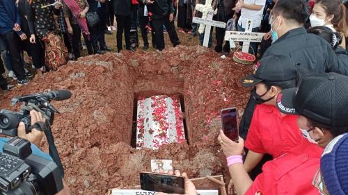 Pemakaman Melisha Sidabutar. (Foto: Wisnu Yusep)