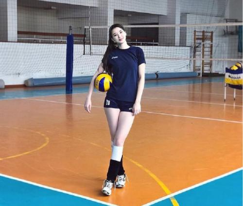 Sabina Altynbekova dikenal sebagai pevoli berbakat
