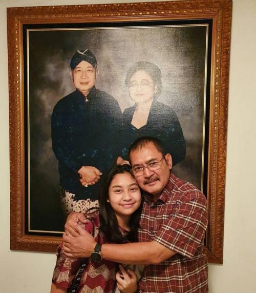 Bambang Trihatmodjo dan putrinya, Kiran. (Foto: Instagram/@mayangsari_official)