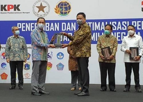 Gubernur Sulut Olly Dondokambey saat menghadiri perjanjian pinjam pakai anjungan TMII. (Foto : Ist)