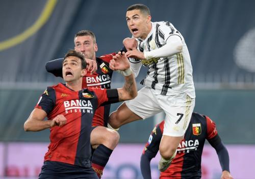 Cristiano Ronaldo vs Genoa (Foto: Reuters)