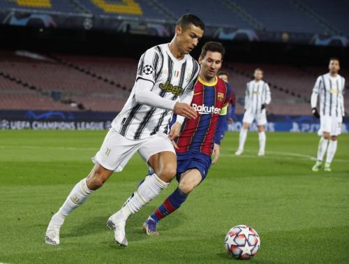Cristiano Ronaldo vs Lionel Messi (Foto: Reuters)