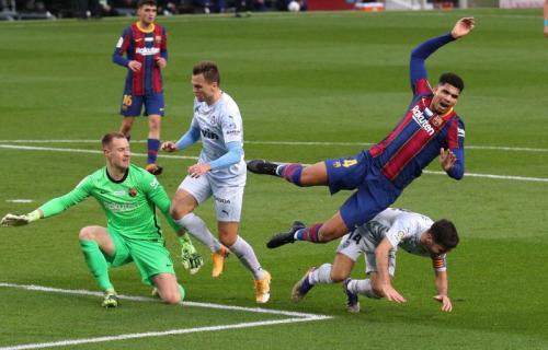 Suasana laga Barcelona vs Valencia