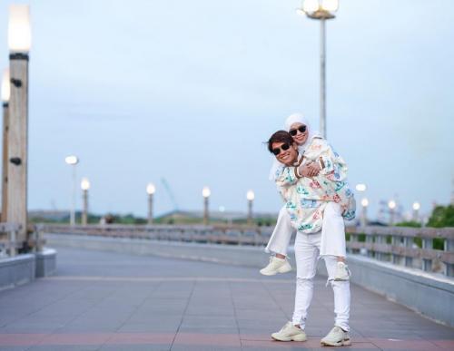 Rizky Billar dan Lesty Kejora. (Foto: Danu Potret/Instagram/@rizkybillar)