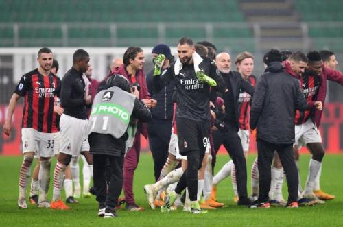 AC Milan tengah melaju kencang (Foto: Reuters/Daniele Mascolo)