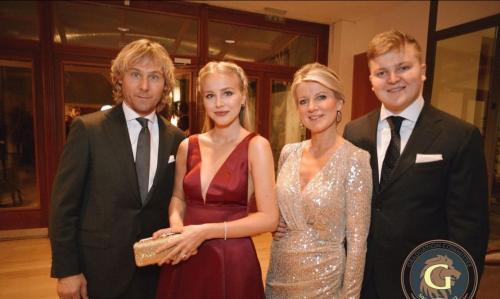 Ivana bersama Nedved dan keluarga kecilnya