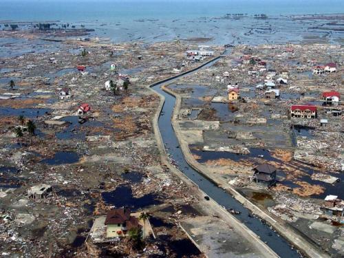 Tsunami Aceh (Foto : AFP)