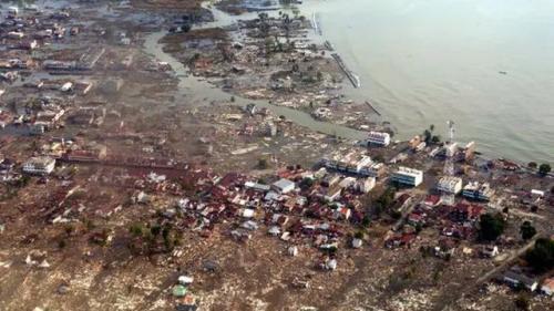 Tsunami Aceh (Foto : Mirror.co.uk)