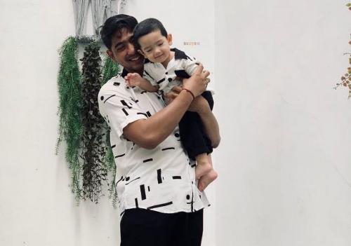 Arya Saloka dan putranya Ibrahim Jalal. (Foto: Instagram @putriannesaloka)