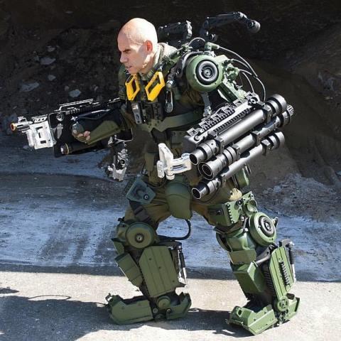 Pensiunan pilot militer berubah jadi robot canggih di Brooklyn, Amerika Serikat. (Foto: Instagram @brooklyn_robotworks)