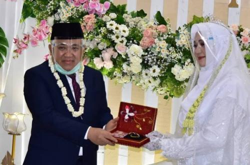 Din menikah Foto @TofaTofa_id