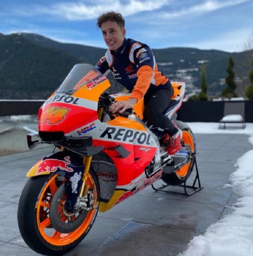 Pol Espargaro duduk di motor Honda