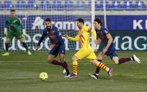 Suasana laga Huesca vs Barcelona