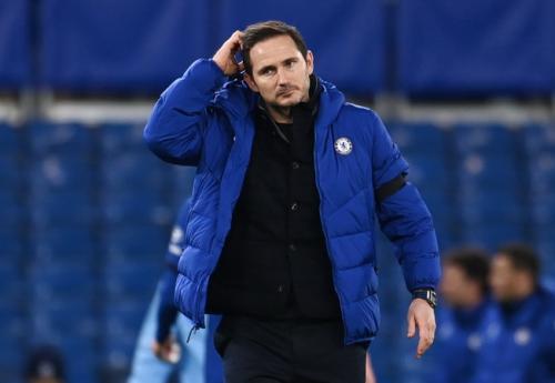 Frank Lampard menggaruk kepala (Foto: Reuters)