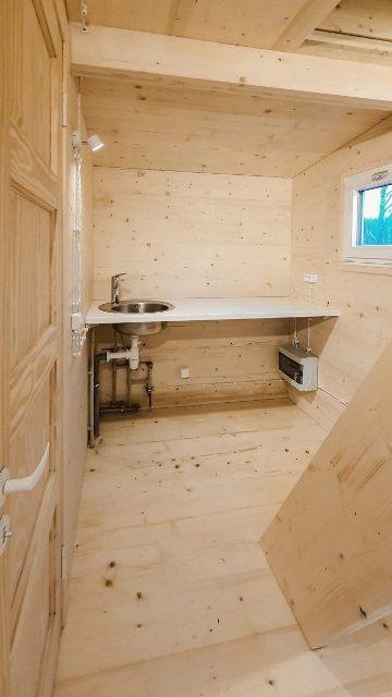 Rumah lipat yang sangat praktis buatan startup Latvia. (Foto: Oddity Central)
