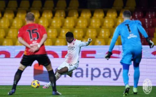 Suasana laga Benevento vs AC Milan