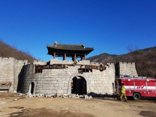 Lokasi syuting Kingdom yang terbakar. (Foto: DongA)