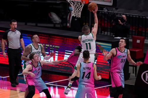 Pertandingan basket di tengah virus corona