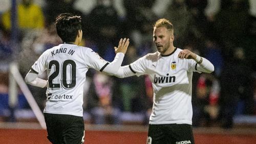 Lee Kang-in dan Uros Racic membawa Valencia unggul cepat (Foto: Twitter/@valenciacf_en)