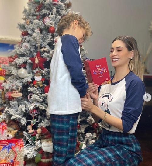 Melissa Satta dan putranya