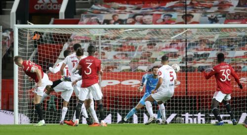 Scott McTominay cetak gol dari sundulan (Foto: Reuters/Carl Recine)