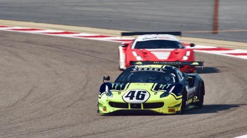 Valentino Rossi melaju dengan mobil Ferrari (Foto: Twitter/@gulf12hours)