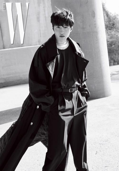 Chani SF9. (Foto: W Magazine)