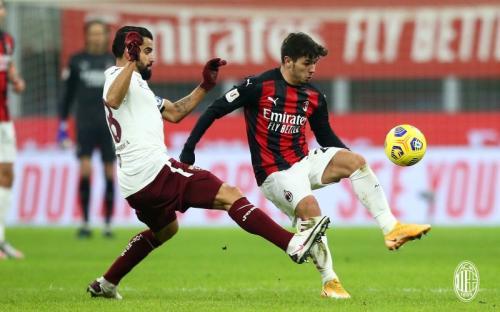Suasana laga Milan vs Torino