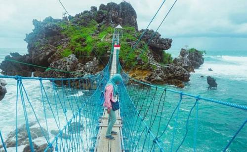 Jembatan Pantai Nglambor