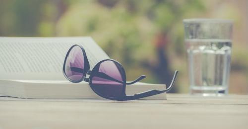 Kacamata hitam. (Foto: Nietjuh/Pixabay)