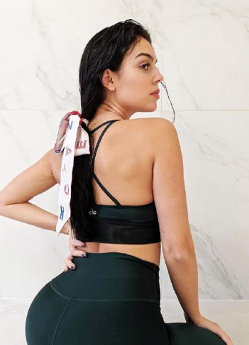 Georgina Rodriguez saat kenakan sport bra