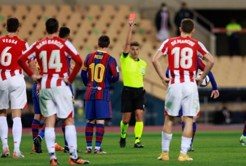 Lionel Messi dikartu merah langsung (Foto: Reuters/Marcelo del Pozo)