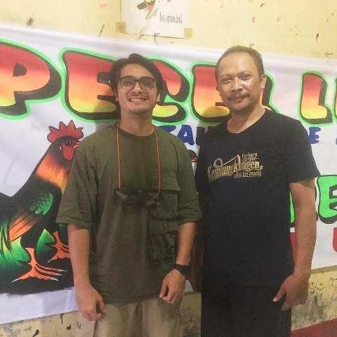 Ricky Harun dan Hartono si pembuat spanduk lukis pecel lele. (Foto: Instagram @lek_hartono)