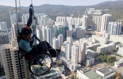 mendaki gedung pencakar langit