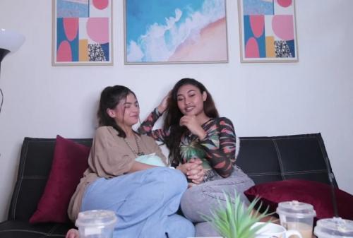 Sara Fajira dan Novia Bachmid.