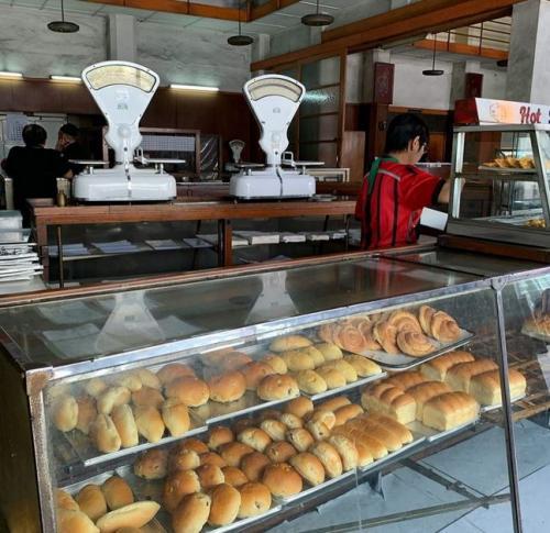 Toko Roti Sumber Hidangan