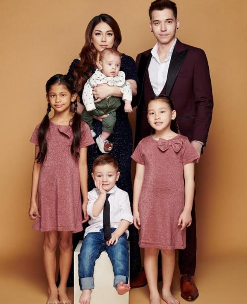 Celine Evangelista, Stefan William, dan empat anak mereka. (Foto: Instagram/@stefanwilliam)