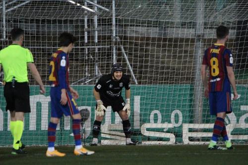 Miralem Pjanic gagal eksekusi penalti (Foto: Twitter/@eu_cornella)