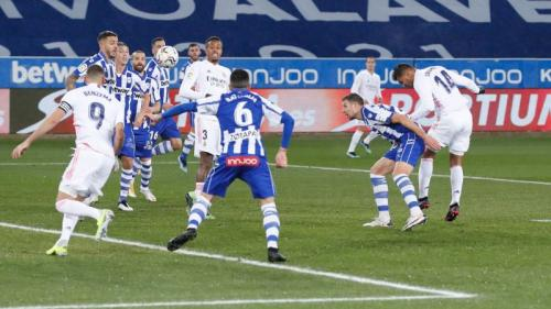 Suasana laga Alaves vs Real Madrid