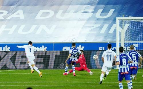 Momen gol Hazard di laga Alaves vs Madrid