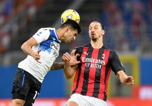 Zlatan Ibrahimovic vs Atalanta (Foto: Reuters)