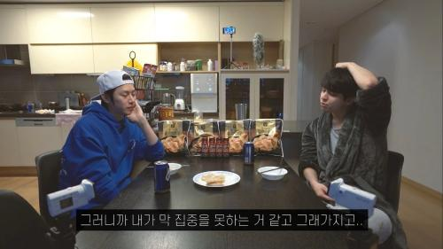 Kim Ki Bum dan Kim Heechul. (Foto: YouTube/Kim Heechul)