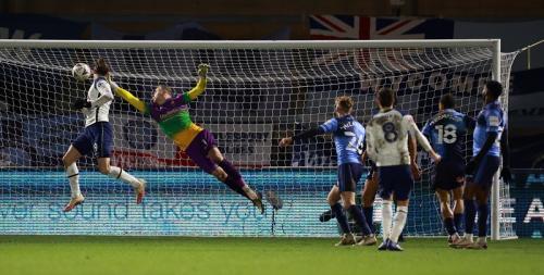Harry Winks mencetak gol kedua (Foto: Reuters/Hannah McKay)