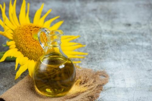 Minyak biji bunga matahari. (Foto: Jcomp/Freepik)