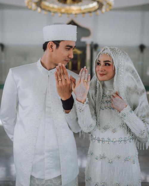 Evan Marvino dan Istri