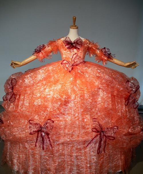 gaun dari bungkus kue